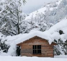 het sneeuwt bij de kleine Berghut – oktober 2010 [pagina 55]