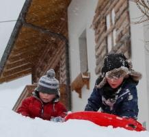 samen sneeuwschuiven – januari 2012 [pagina 217]